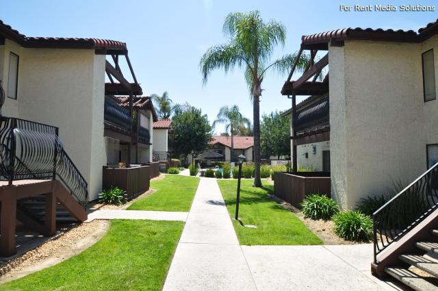 Creekside village apartments escondido ca walk score for 100 beauty salon escondido
