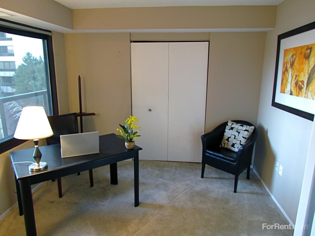 Riverfront towers apartments detroit mi walk score for 2 bedroom apartments in downtown detroit