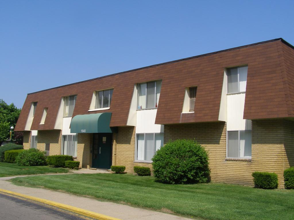 Willow Creek Apartments photo #1