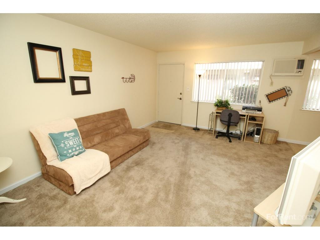 rent at howe manor apts apartments ranges from 675 for a one bedroom