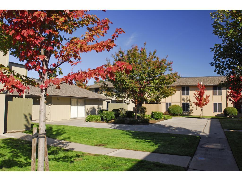 Greenbriar Villas Apartments photo #1