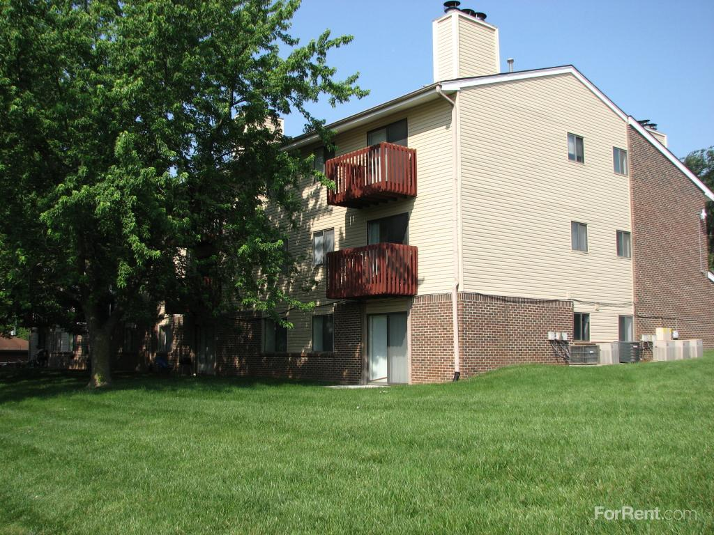 10808 Oakbrook Dr photo #1
