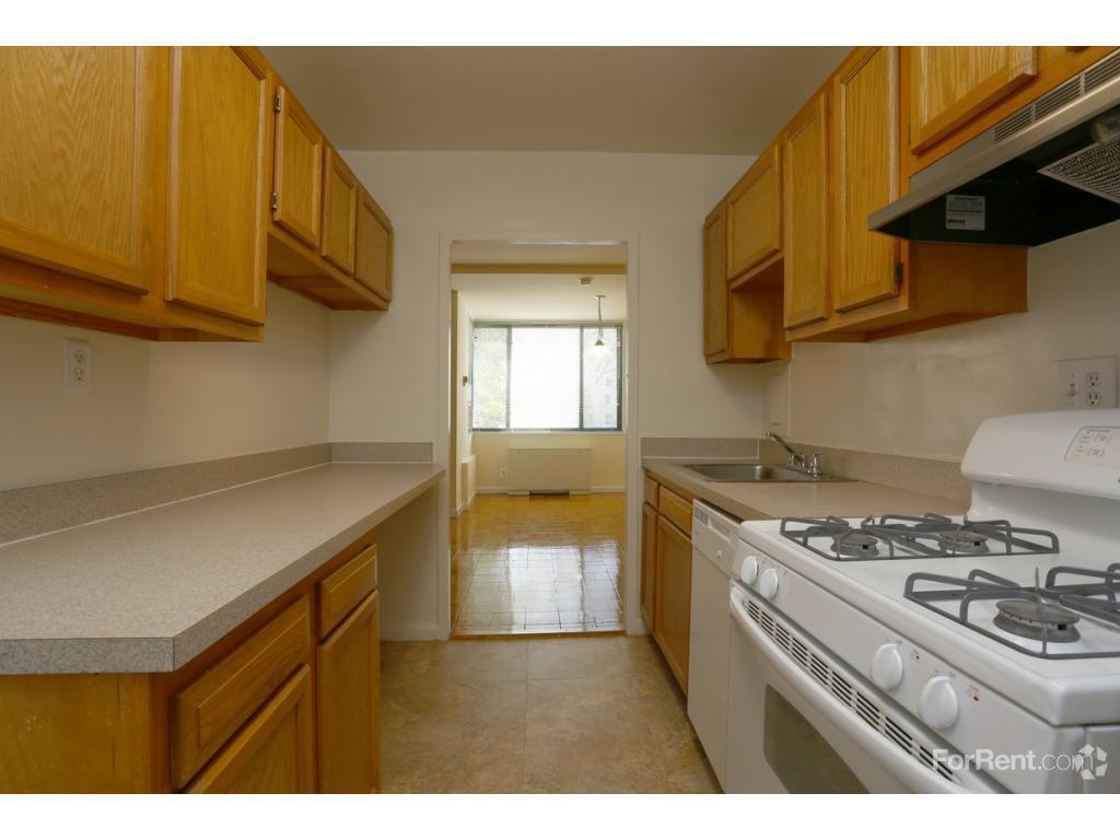 Connecticut House Apartments Photo #1