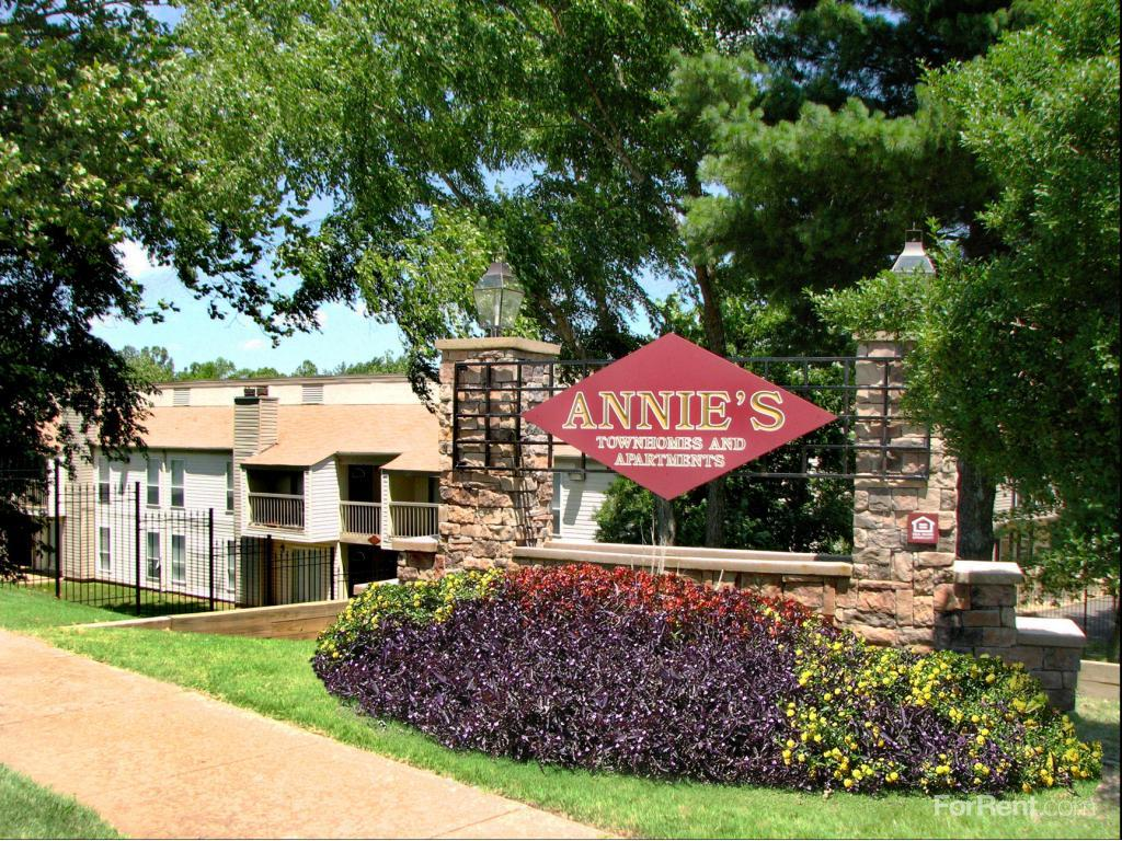Annies Townhomes Apartments photo #1