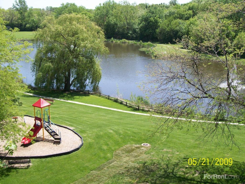 Colonial Appartments: Colonial Village Apartments, Itasca IL