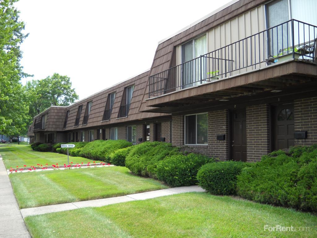 College Park Townhouses/Commodore Arms Apartments photo #1