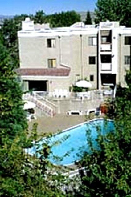1BR/1+1BA Apartment   Reno Apartments Photo #1