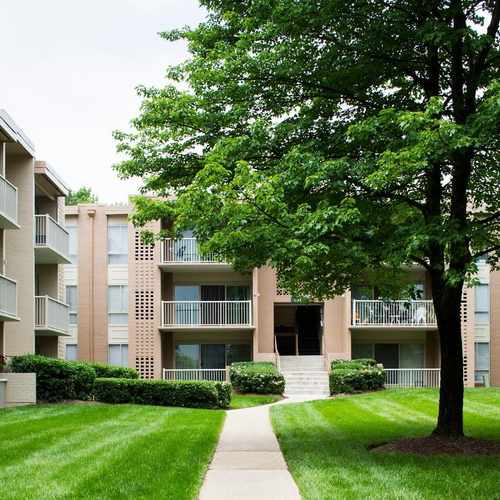 photo of Surrey Square Apartments at 6024 Surrey Square Lane District Heights MD 20747