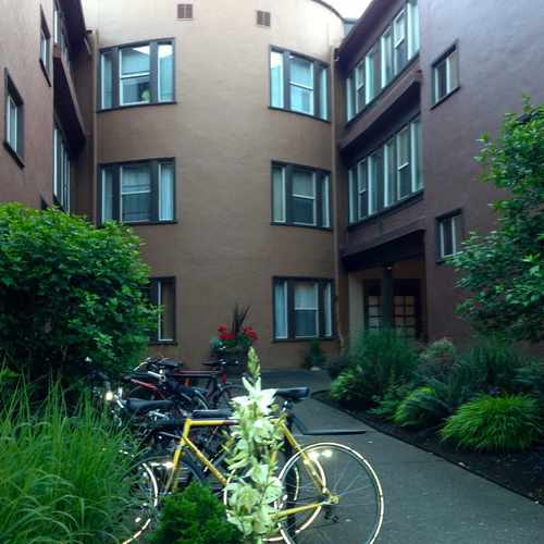 photo of Waldorf Apartments at 833 Northeast Schuyler Street Portland OR 97212