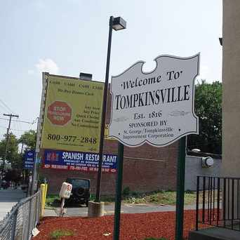 Photo of Tompkinsville Welcome Sign in Tompkinsville, New York