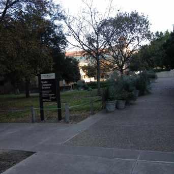 Photo of Alkek Library in San Marcos