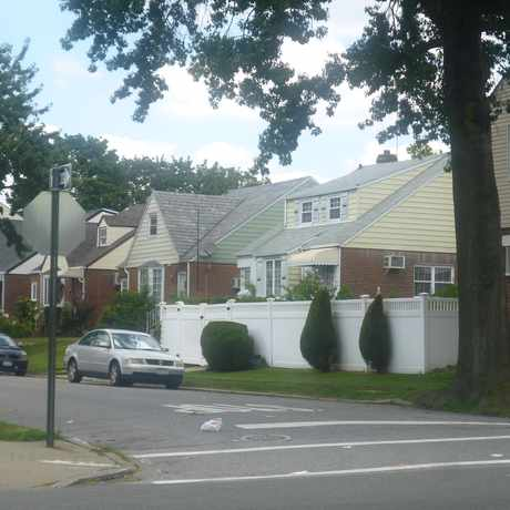 Photo of Utopia Pkwy in Auburndale, New York