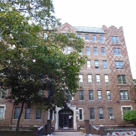 Photo of 400 Clinton Ave in Clinton Hill, New York