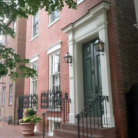 Photo of Rowhouse with Gaslight Lamp in Old Town, Alexandria